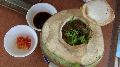 Món thịt bò đốt trái dừa