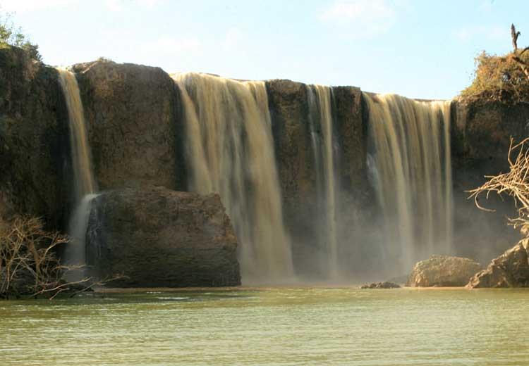 Thác Ba Giọt là một trong những thác nước kỳ thú của Đồng Nai.