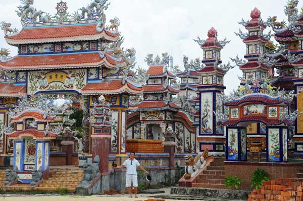 Khu lăng mộ đi 3 ngày mới hết tại làng An Bằng
