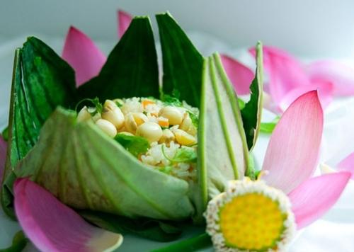 Cơm hấp lá sen tinh tế - món ăn chay xứ Huế