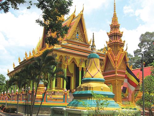 Thăm quan các ngôi chùa ở Trà Vinh