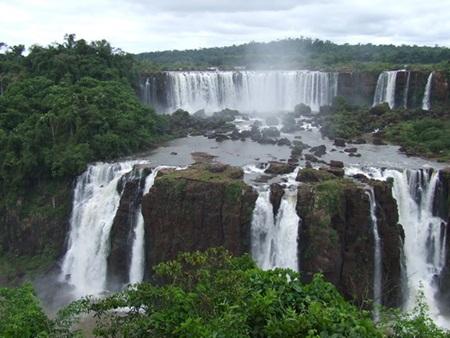 Thác Bản Giốc được bình chọn là 1 trong 10 thác nước hùng vỹ nhất thế giới
