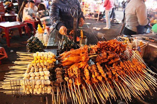 Thịt xiên nướng tại chợ đêm Đà Lạt