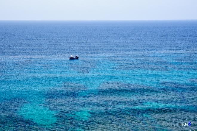Nước biển ở Lý Sơn khó có thể lẫn với các nơi khác bởi màu xanh ngọc bích