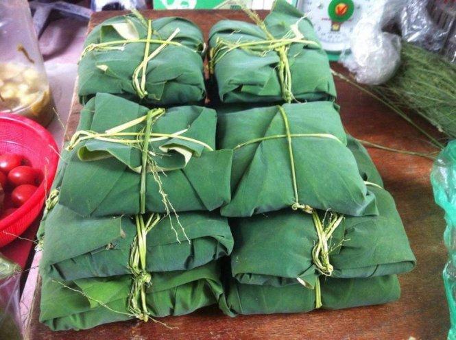 Những gói cốm tươi xanh - những món quà quý của mùa thu
