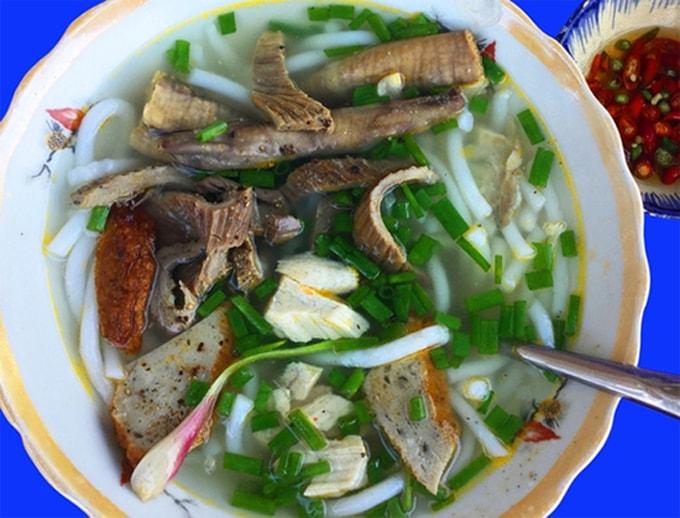 Đặc sản bánh canh lòng cá ngừ Nha Trang