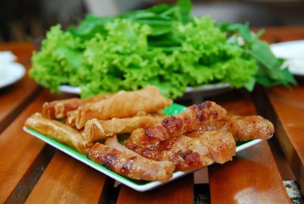 Nem nướng là món ăn đặc sắc du khách nên thử khi đến Nha Trang