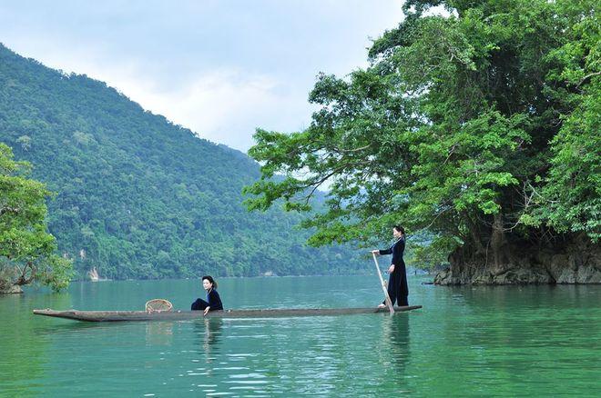 Vẻ đẹp huyền ảo và nên thơ trên Hồ Ba Bể