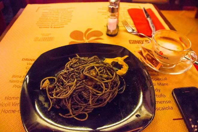 Thực đơn của các bữa ăn ở Venice không thể thiếu hải sản tươi sống, đặc trưng nhất là mì Spageti hải sản – đặc sản mà du khách không nên bỏ lỡ khi đặt chân tới đây.