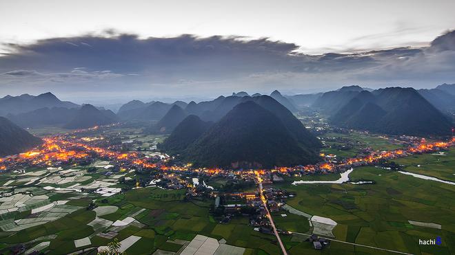 Thị trấn Bắc Sơn bắt đầu lên đèn khi hoàng hôn buông xuống.