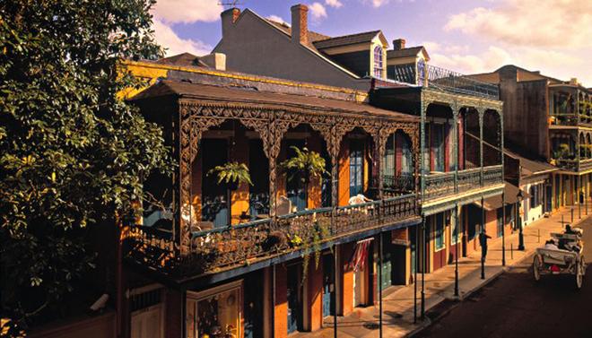 """Được mệnh danh là """"thành phố tội lỗi"""", New Orleans luôn biết cách hấp dẫn du khách bởi những điểm đến ấn tượng, đồ ăn ngon, cuộc sống phóng khoáng và những đêm nhộn nhịp."""