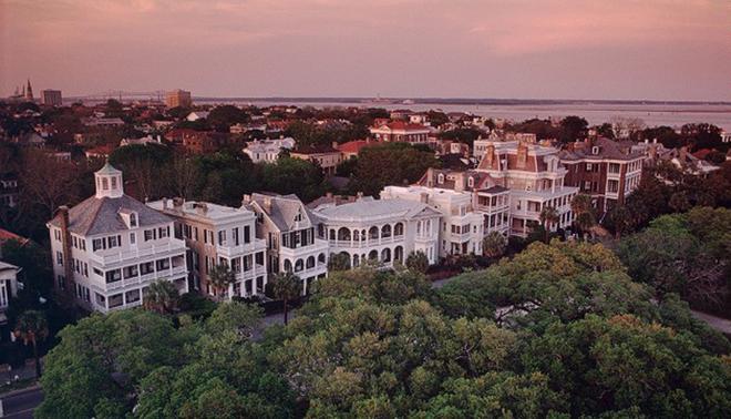 Năm 2013, Charleston nằm ở vị trí thứ bảy trong danh sách 10 điểm đến được yêu thích nhất và năm nay xuất sắc vượt lên ở vị trí thứ hai. Nằm ở Nam Carolina, Mỹ, thành phố được nhiều du khách ca ngợi bởi có nhiều khách sạn ấn tượng và ẩm thực ngon.