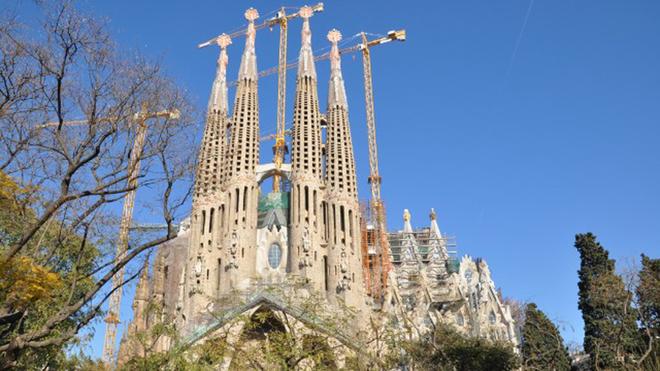 """Thành phố nổi tiếng với đội bóng hùng mạnh và sở hữu một trong những nhà thờ nổi tiếng nhất thế giới La Sagrada Familia đứng ở vị trí thứ tám, giữ nguyên """"hiện trạng"""" so với năm ngoái."""
