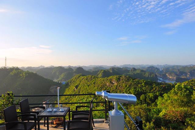 ngắm cảnh từ pháo đài Thần Công