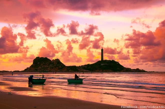 Hải đăng Kê Gà nằm tại xã Thuận Quý, huyện Hàm Thuận Nam, tỉnh Bình Thuận cách Phan Thiết 30 km.