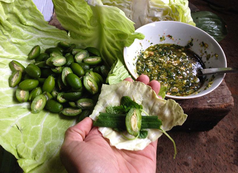 Bắp cải cuốn nhót- món ăn độc đáo của người Thái ở Mộc Châu