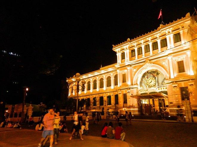 Đêm Sài Gòn trên những con phố