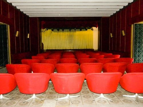 Phòng xem phim.