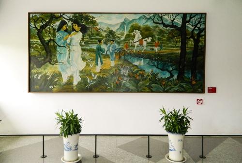 """Bức tranh """"Hai Nàng Kiều"""" được trang trí ở sảnh tầng 3."""