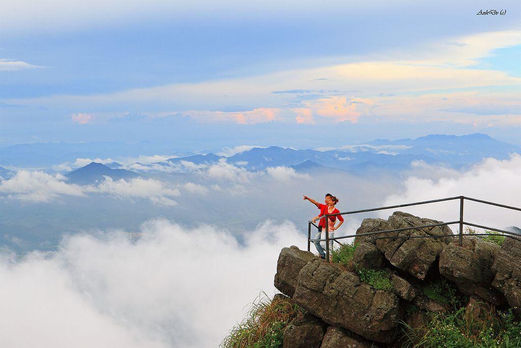 Yên Tử lãng đãng mây ngàn