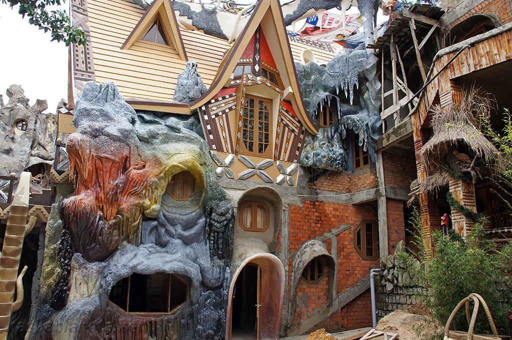 Biệt thự Hằng Nga hay còn gọi là crazy house.