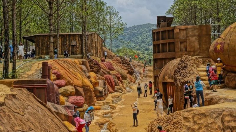 Đường hầm đất sét - Điểm du lịch Đà Lạt hấp dẫn.