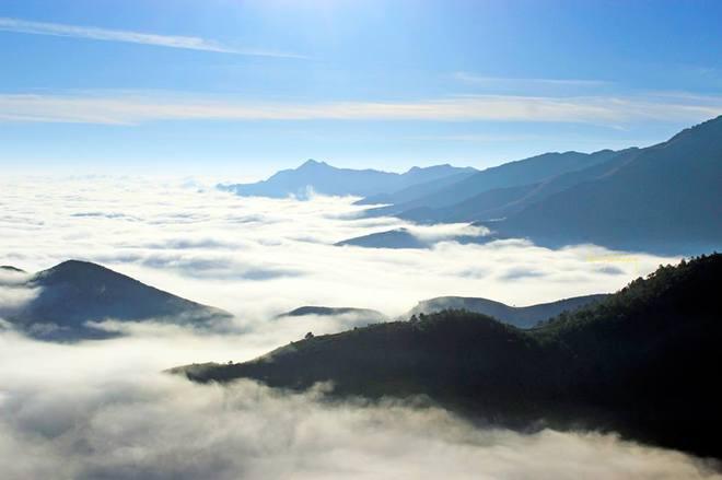 Thời điểm thích hợp để săn mây Tà Xùa là những tháng mùa đông, từ tháng 12 đến tháng 3 hằng năm, xác suất bắt gặp được thung lũng mây sẽ cao hơn.