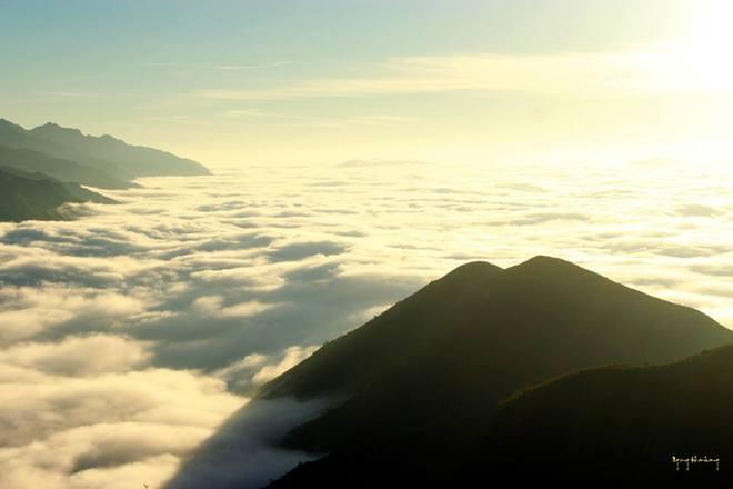 Để leo Tà Xùa có hai con đường: Một đường bắt đầu từ Trạm Tấu (Yên Bái), con đường thứ hai khởi hành từ Bắc Yên (Sơn La).