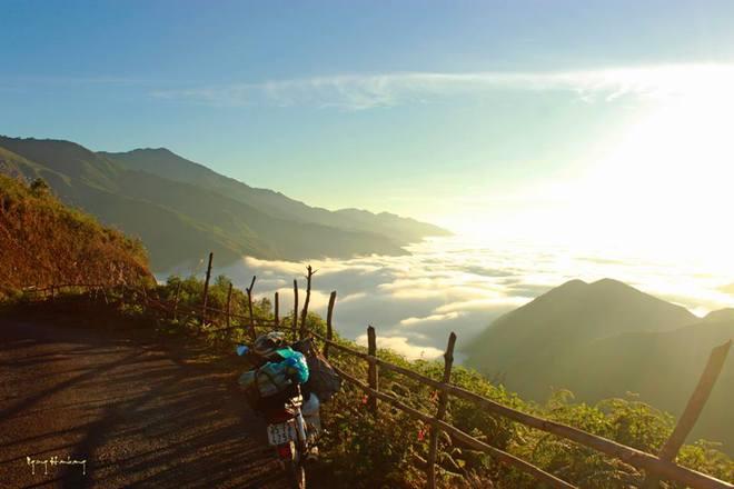 Biển mây cuồn cuộn trên đỉnh Tà Xùa