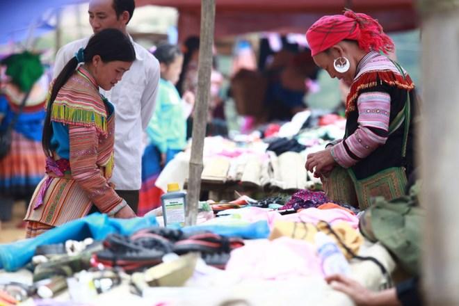 Rực rỡ phiên chợ Cán Cấu ở Lào Cai