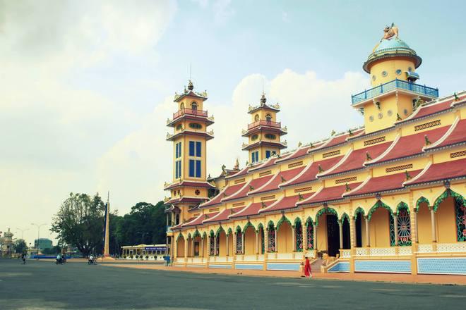 Từ thị trấn Gò Dầu tiếp tục hành trình theo QL22B khoảng 40km, bạn sẽ đặt chân đến thành phố Tây Ninh.