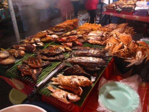 Thưởng thức hải sản nướng ở chợ đêm Dinh Cậu