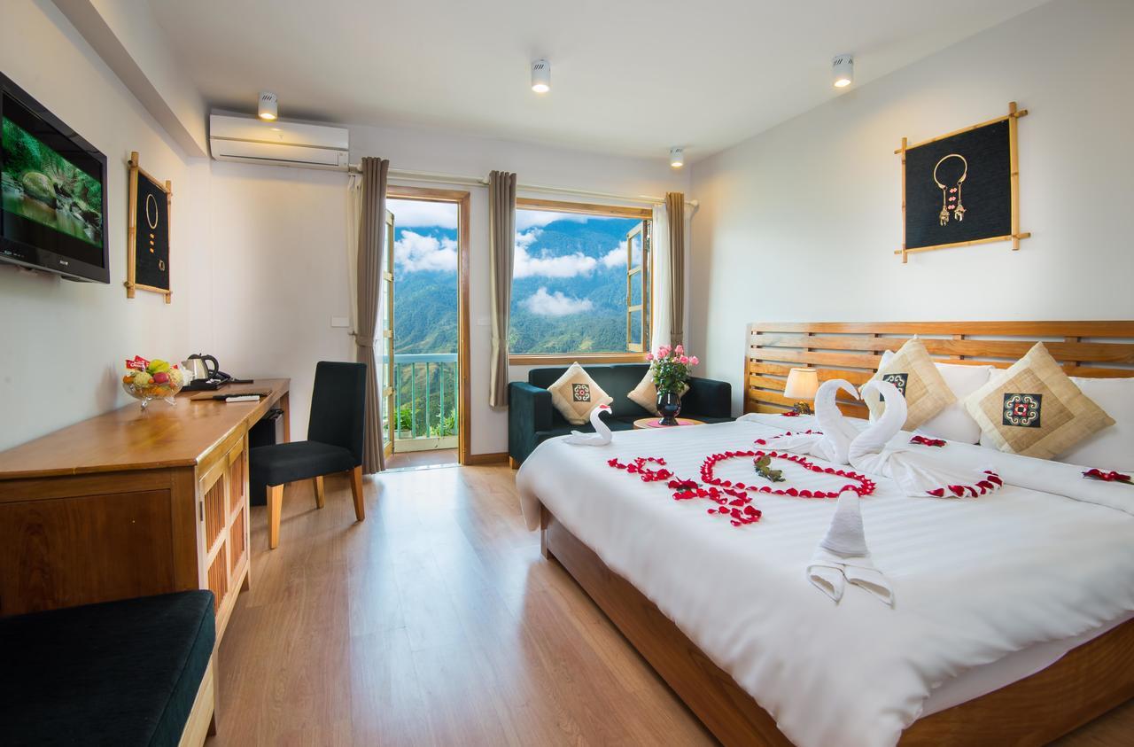 Sunny Mountain Hotel.