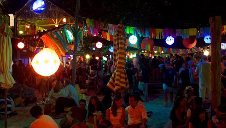 Rory's Beach Bar: 118/10 Trần Hưng Đạo, Dương Đông