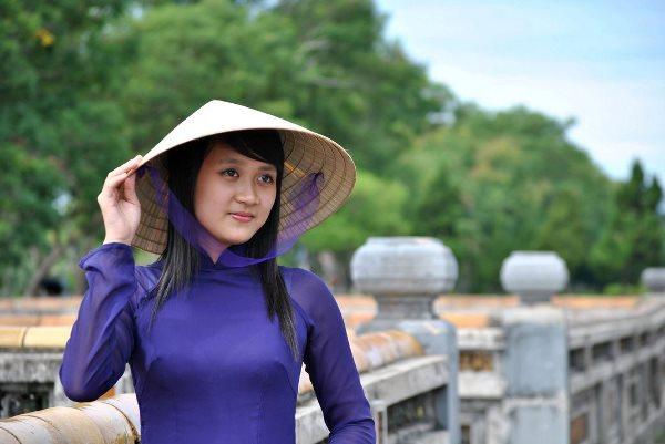 Nét đẹp dịu dàng của người con gái xứ Huế.