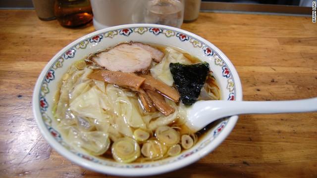 Mì ramen ở Tokyo lại được sáng tạo theo một cách khác bởi Harukiya, đây là quán mì nổi tiếng, luôn có khách đến ăn xếp hàng dài vào mỗi cuối tuần.