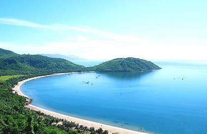 Đà Nẵng nổi tiếng với những bãi biển cát trắng trải dài