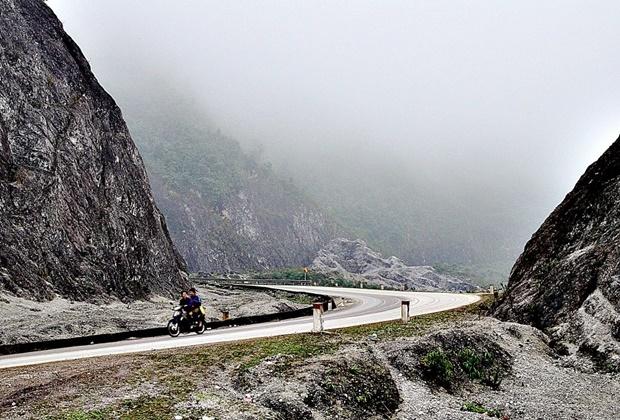 Quanh cảnh đèo Thung Khe.