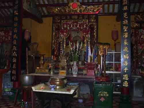 Chánh điện chùa Ông Bắc