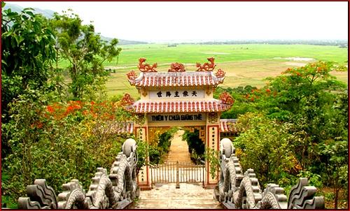 Cổng tam quan (mặt trước)