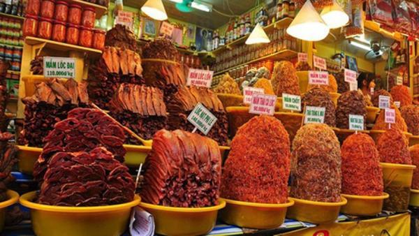 Các loại mắm đa dạng được bán đầy chợ Châu Đốc