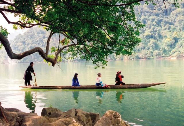 Hồ Ba Bể, nơi bạn có thể quên đi bao bộn bề của cuộc sống.