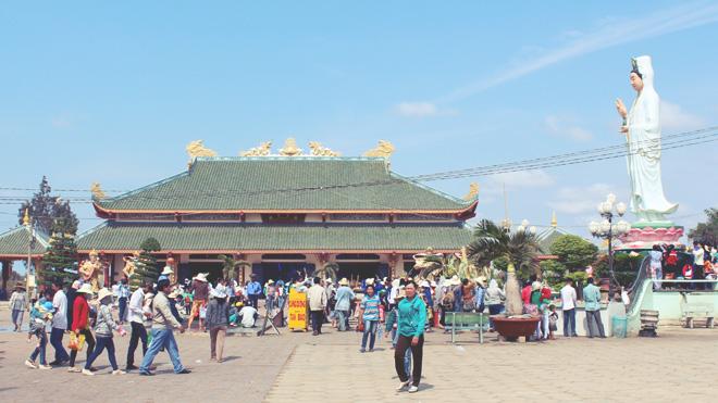 Trải nghiệm thú vị: đi lễ chùa Quan Âm Phật đài Mẹ Nam Hải.