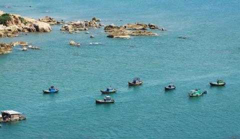 Những con thuyền trên biển