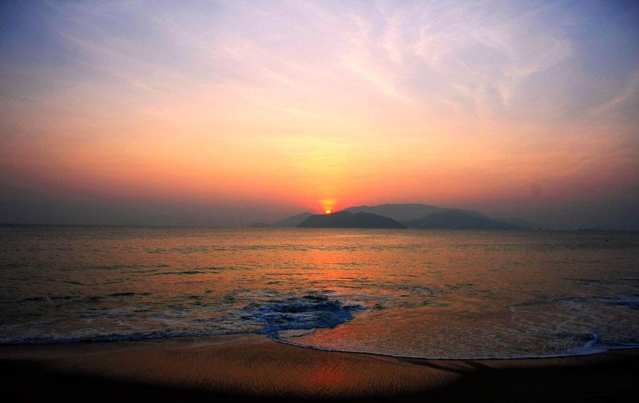 Khung cảnh bình minh đẹp ngỡ ngàng ở biển Nha Trang