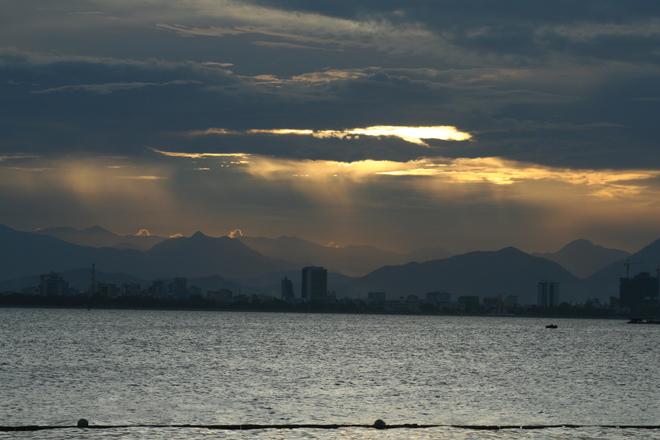 Hoàng hôn mơ màng ở biển Nha Trang