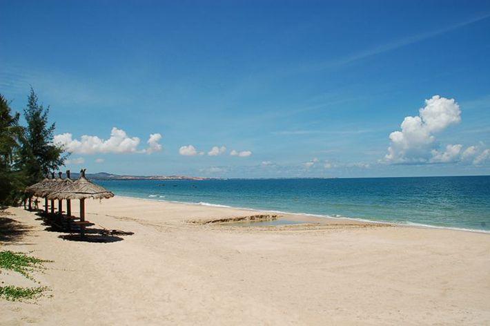 Bãi biển trải rộng nên thơ