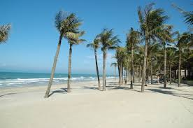 Biển Tam Thanh là bãi biển đẹp với bờ cát chạy dài hàng cây số