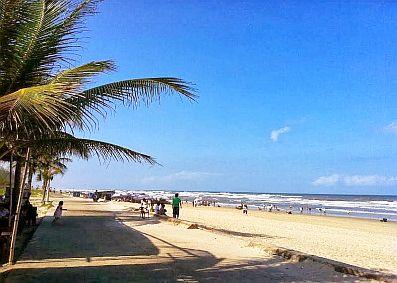 Bãi biển Tam Thanh được du khách rất yêu thích trong những ngày hè nóng nực