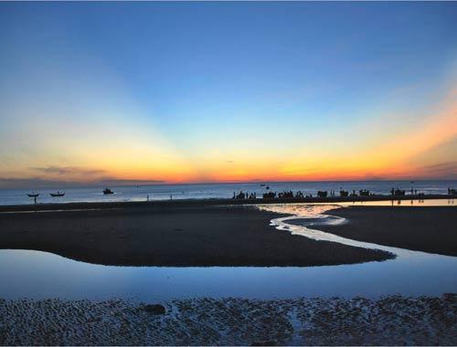 Bình minh trên biển Thuận An